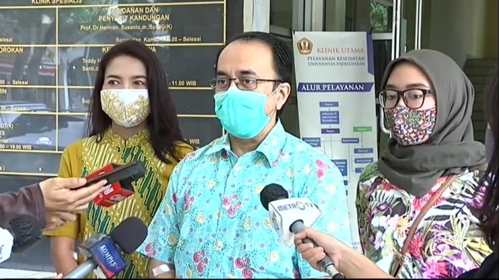 Keluarga Ferry Ahmad Firdaus ikhlas menjadi relawan uji klinis. Foto: Metro TV