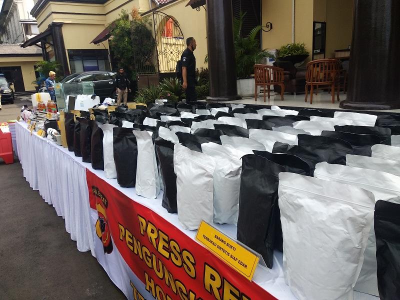 Polisi Bongkar Tempat Produksi Tembakau Gorila di Bekasi