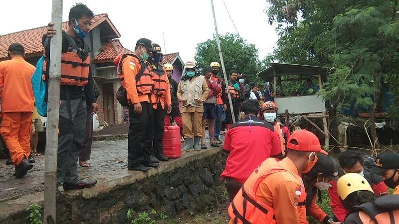 Berenang di Sungai, Remaja 14 Tahun Terseret Banjir di Cirebon