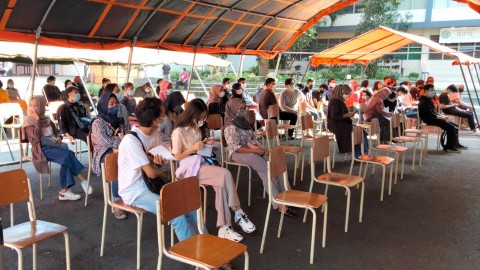 Kegiatan vaksinasi massal di Bale Dayang Sumbi Gedung Serbaguna Itenas Bandung pada Sabtu, 24 Juli 2021. Medcom.id/Roni K