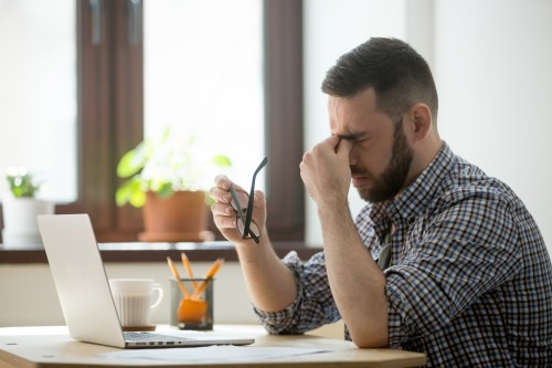 Tips Sembuhkan 'Stres' Mata Akibat Terlalu Sering Melihat Layar