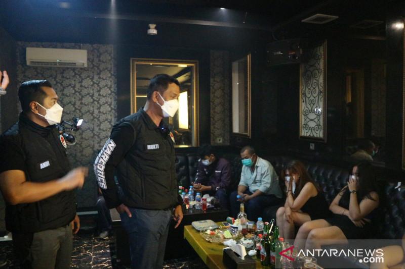 Kedapatan Beroperasi, 2 Tempat Karaoke di Cikarang Kena Segel