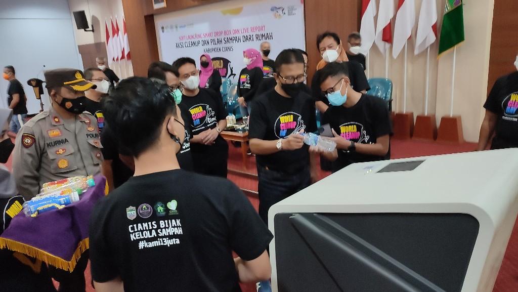 <i>Smart Drop Box</i>, Teknologi Canggih Ubah Plastik Jadi Duit di Ciamis